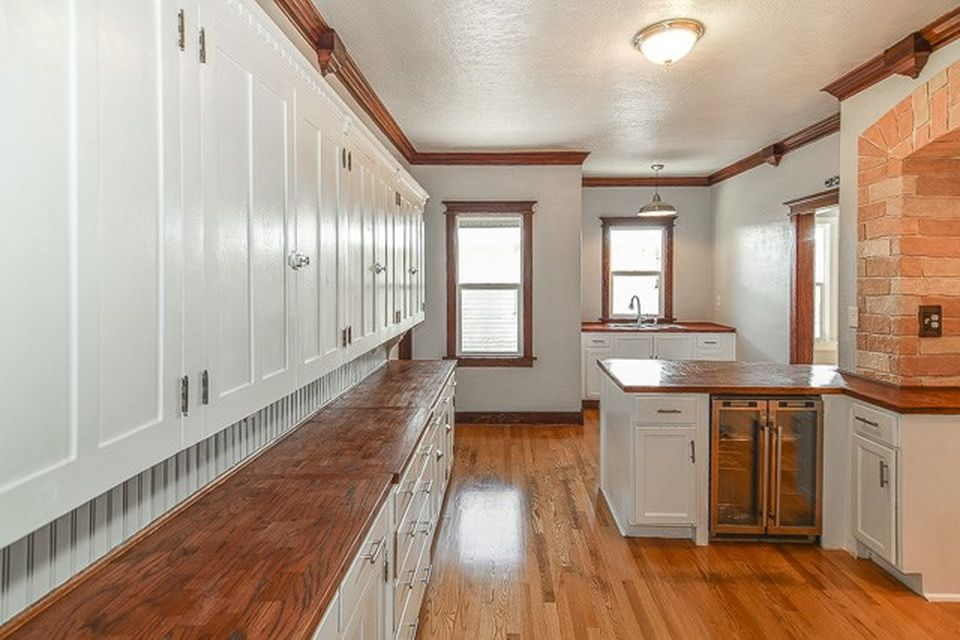 side picture of a kitchen
